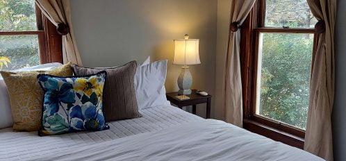 Room 5 Full Bed